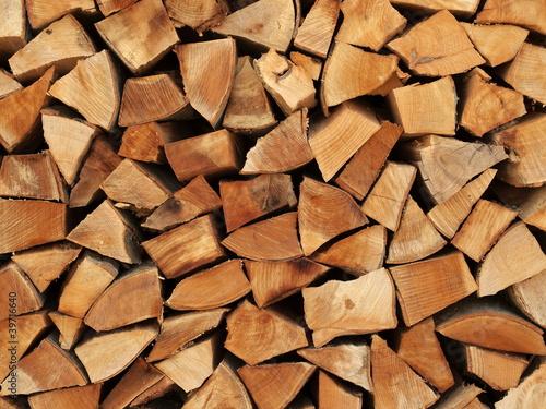 Tuinposter Hout Holzscheite als Brennholz übereinander gestapelt