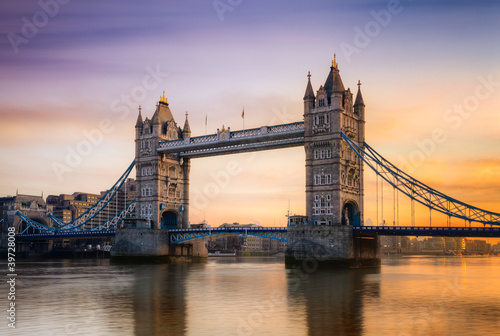 tower-bridge-londyn-anglia