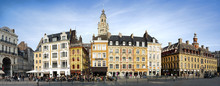 Beffroi Et Façades D'immeubles Du Centre Ville De Lille