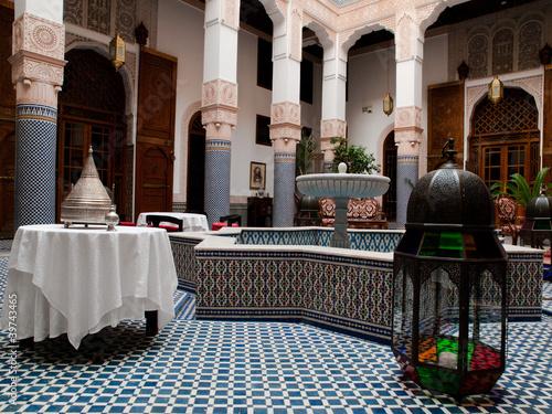 Papiers peints Maroc Riad courtyard, Fez, Morocco