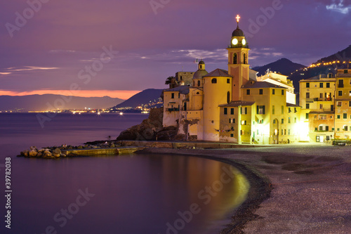 Foto-Flächenvorhang - Beautiful Sunset on the Pebble Beach in Camogli near Genoa, Ital (von anshar73)