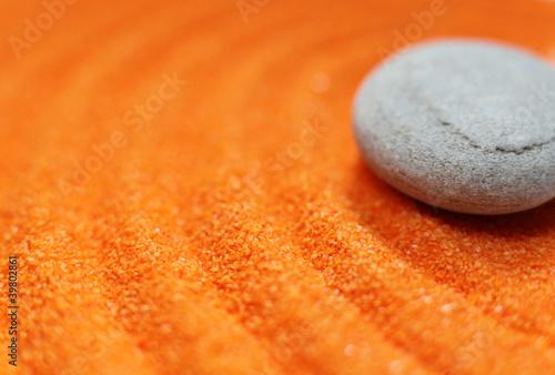 Photo sur Plexiglas Zen pierres a sable galet déposé sur du sable méditation