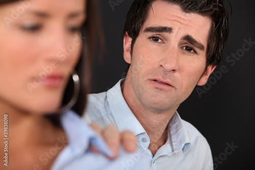 Fotografía  man trying to reconcile with girlfriend