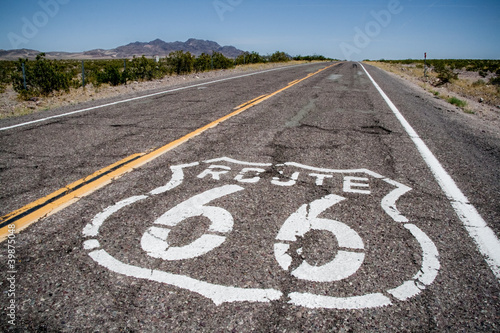Foto auf AluDibond Route 66 Long road with a Route 66 logo painted on it
