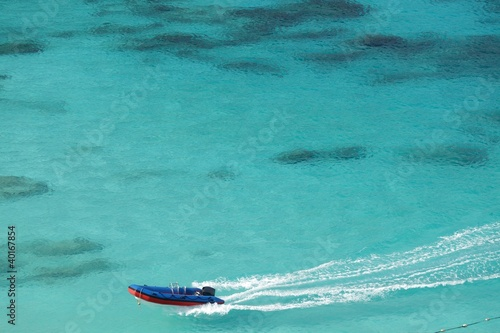 Poster Turquoise speedboat on tropical sea