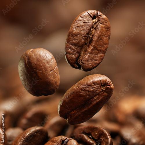 Closeup of coffee beans - 40190829