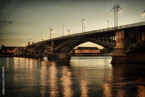 Theodor-Heuss-Brücke in Wiesbaden/Deutschland