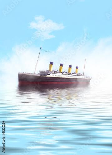 Photo  Titanic ship sailing in calm waters