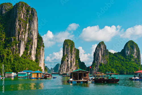 Fotografie, Obraz  Floating fishing village in Halong Bay