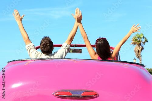 Plakat na zamówienie Freedom - happy free couple in car