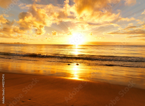 Foto Rollo Basic - beautiful sunset on the  beach (von Yahya Idiz)