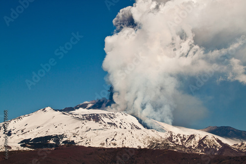 Staande foto Vulkaan etna eruption