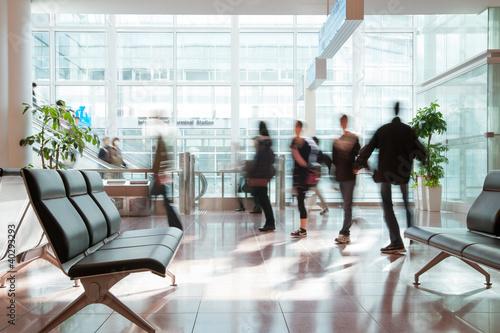 Fotografie, Obraz  羽田空港待合室で歩く人々