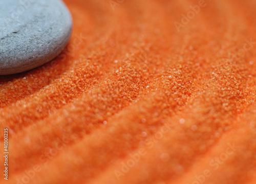 Photo sur Plexiglas Zen pierres a sable pierre sur sable de couleur orange