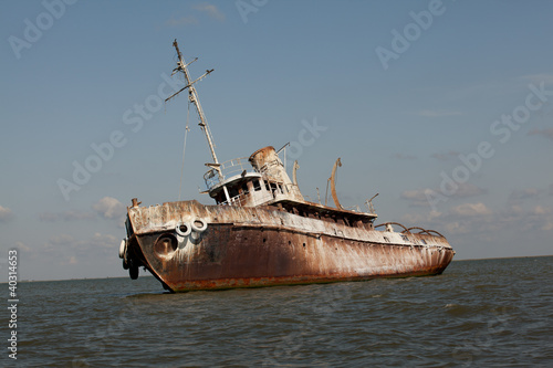 Poster Naufrage detail of abandoned wrecked ship, seaside landscape