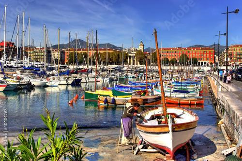 Papiers peints Nice Peintre de bateaux dans le port de Nice (FR)