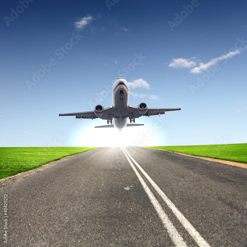 In de dag Vliegtuig Image of a white passenger plane