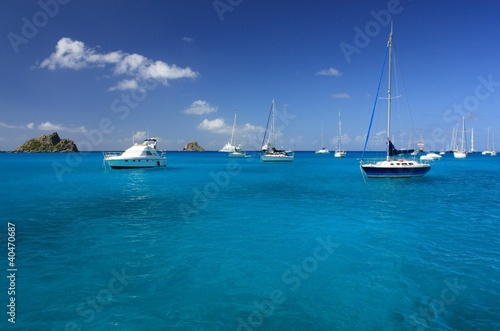 Deurstickers Caraïben Clear water, caribbean island, yachts and boats