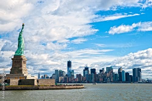 Fototapeta premium Statua Wolności i Manhattan Skyline, Nowy Jork. USA.