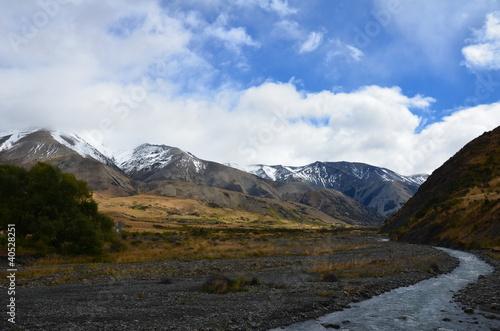 Fotografie, Tablou  Rivière dans les montagnes de Nouvelle Zélande