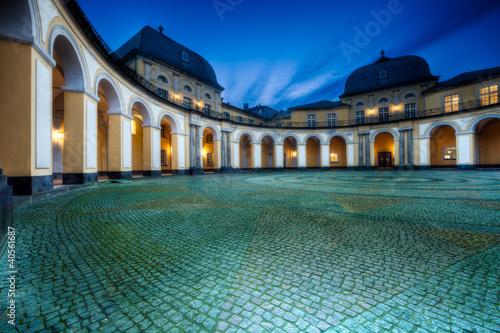 Montage in der Fensternische Schloss Barocke Architektur