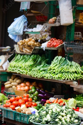 In de dag Asia land Herbs and vegetables at market