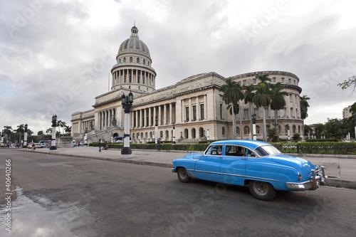 Staande foto Havana Capitolio with Vintage Car, Havana