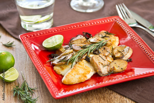 Photo  Grilled Dory fish with sautéed mushroom