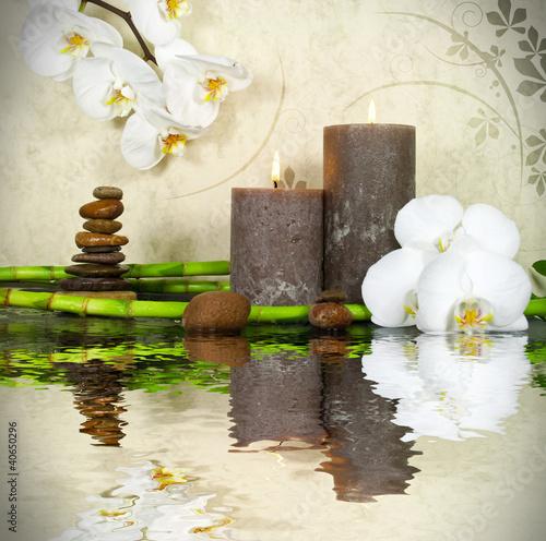 biala-orchidea-z-bambusem-i-swiecami-i-kamieniami
