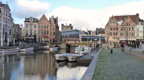 In de dag Brugge Gent, Belgium - canal and waterfront