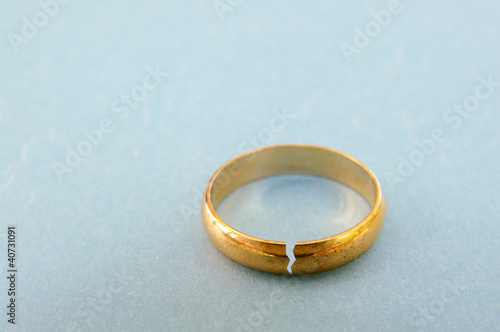 Fotografie, Obraz  gold wedding ring with a crack in it ( divorce concept)