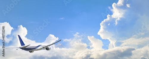 Avion dans les nuages Canvas Print