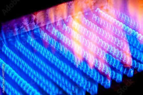 Fotografía  The fire burns from a gas burner inside the boiler.