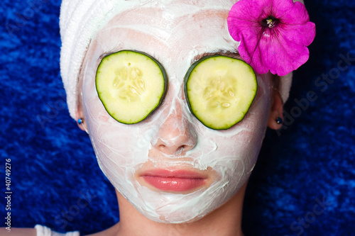 Fotografie, Obraz  Cucumbers on the eyes with a facial mask