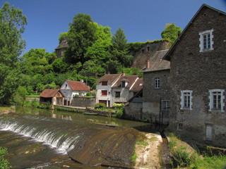 Fototapeta na wymiar Village de Ségur-le-Château ; Corrèze ; Limousin ; Périgord
