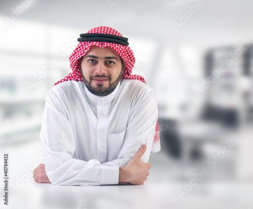 Fotomural arabian business man / executive in his office