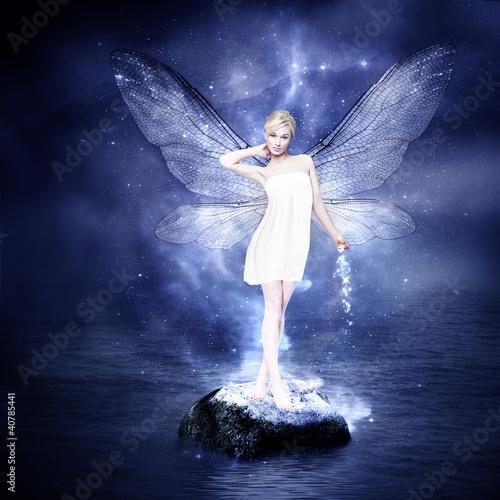 magiczna-mloda-blond-kobieta-jak-wrozka