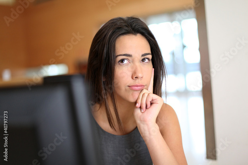 Fotografia, Obraz  Office worker with interrogative look on her face