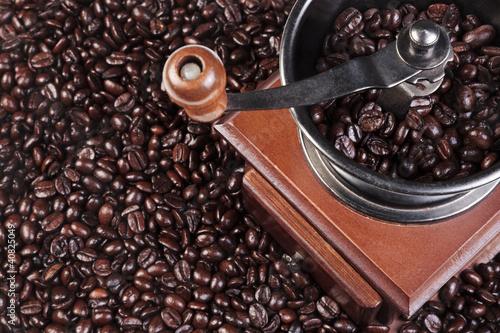 Fototapeta kawa   mlynek-do-kawy-ze-swieza-prazona-fasola