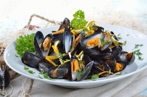 Fotografiet Fische Muscheln mit Limetten-Buttersoße