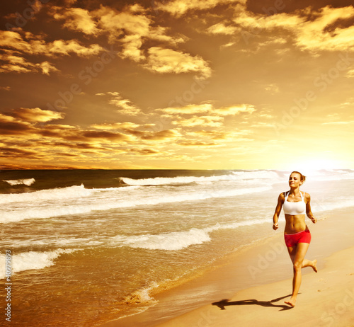 Foto Rollo Basic - Healthy woman running on the beach (von Anna Om)