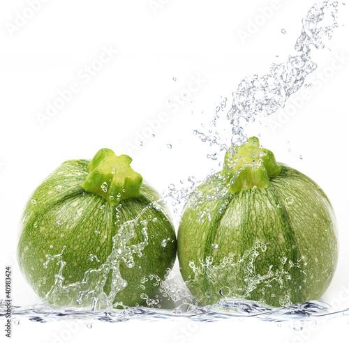 In de dag Opspattend water zucchine tonde splash