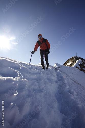 Foto op Plexiglas Alpinisme Bergsteiger am Gipfelgrat in den Ötztaler Alpen