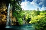 wodospad w głębokim lesie - 41037493