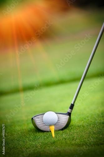 Fotografía  Macro shot of a golf club ready to drive the ball