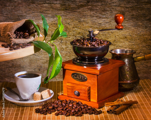 grinder and other accessories for the coffee - 41048479