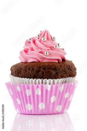 Photo  Chocolate cupcake with pink butter icing