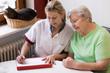 canvas print picture - Altenpflegerin beim Hausbesuch einer Patientin