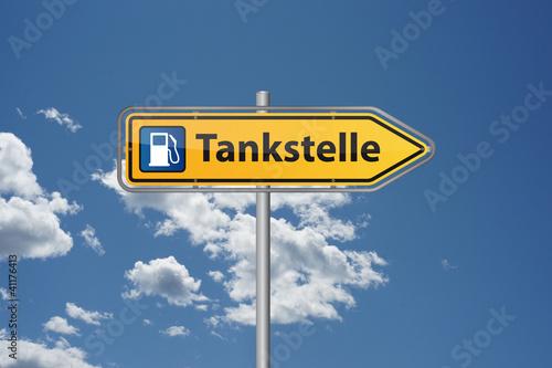 Fotografie, Obraz  Wegweiser Tankstelle