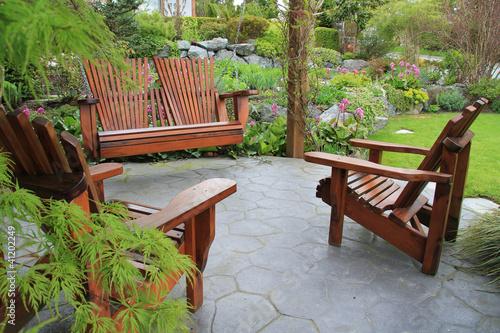 Fotografía  Patio furniture in the garden.